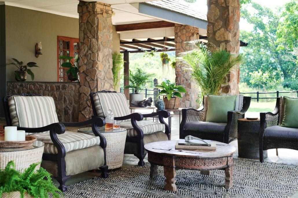 Bush Lodge veranda lounge Tomjachu